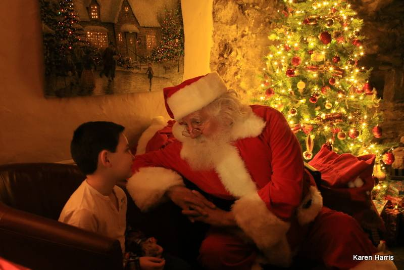 silver-bay-holiday-village-anglesey-seasonal-events-santa-tree-boy.jpg