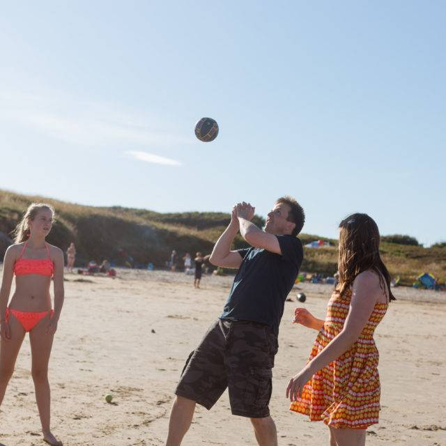 http://silverbay.co.uk/wp-content/uploads/2016/05/silver-bay-holiday-village-anglesey-beach-volley-640x640.jpg