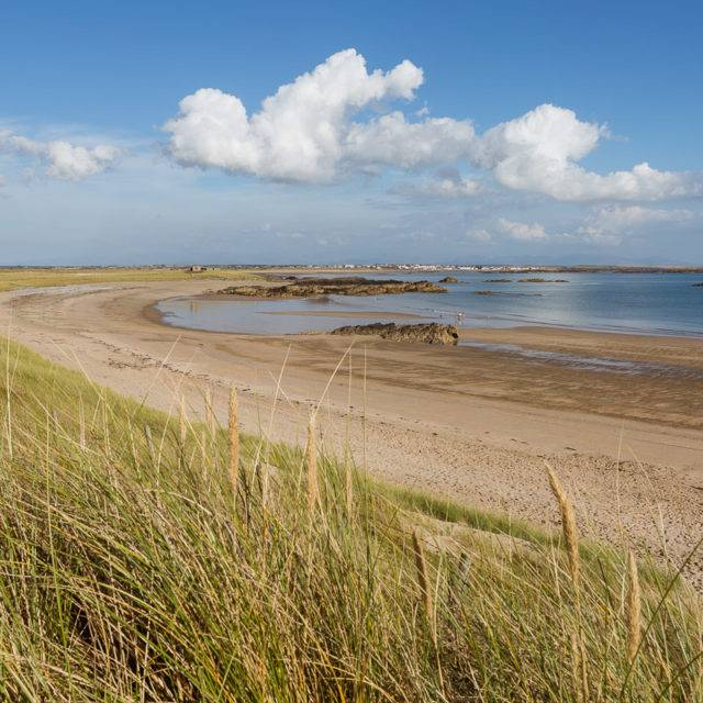 https://silverbay.co.uk/wp-content/uploads/2016/06/silver-bay-holiday-village-anglesey-beautiful-day-at-silver-bay-beach-640x640.jpg