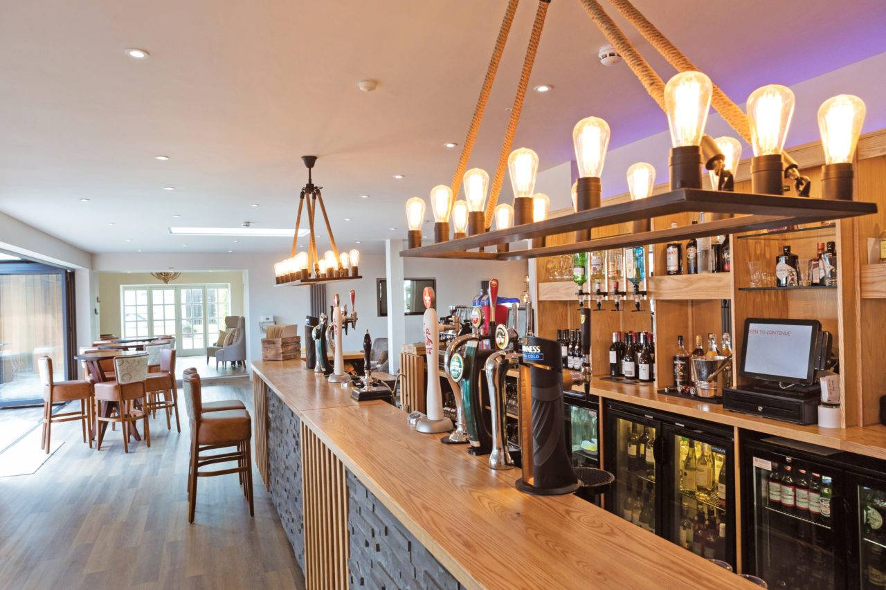 silver-bay-holiday-village-anglesey-the-deck-house-bar-1280x853.jpg