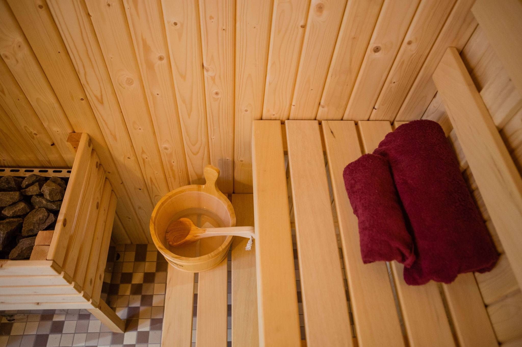 http://silverbay.co.uk/wp-content/uploads/2016/12/Silver-Bay-Spa-and-Leisure-Complex-Sauna-Room-1-1.jpg