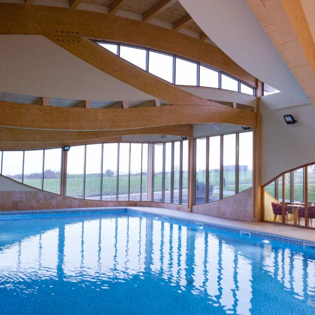 https://silverbay.co.uk/wp-content/uploads/2016/12/Silver-Bay-Spa-and-Leisure-Complex-Swimming-Pool-3-640x640.jpg