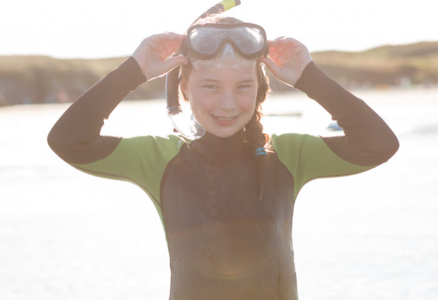 http://silverbay.co.uk/wp-content/uploads/2016/12/girl-on-the-beach-with-goggles-silver-bay-holiday-village-anglesey.png