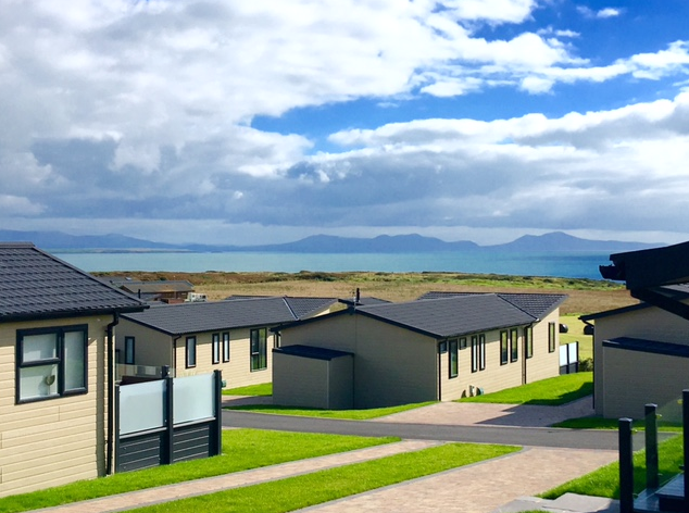 https://silverbay.co.uk/wp-content/uploads/2016/12/headland-rise-anglesey-north-wales-silver-bay-holiday-village.png