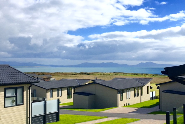 https://silverbay.co.uk/wp-content/uploads/2016/12/headland-rise-cropped-silver-bay-holiday-village-anglesey.png