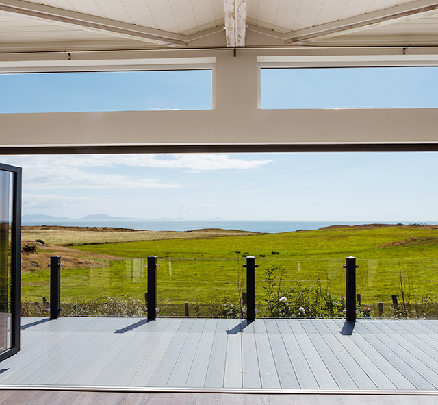 http://silverbay.co.uk/wp-content/uploads/2016/12/headland-rise-outdoor-space-anglesey-north-wales-lodges-holiday-homes-640x591.png