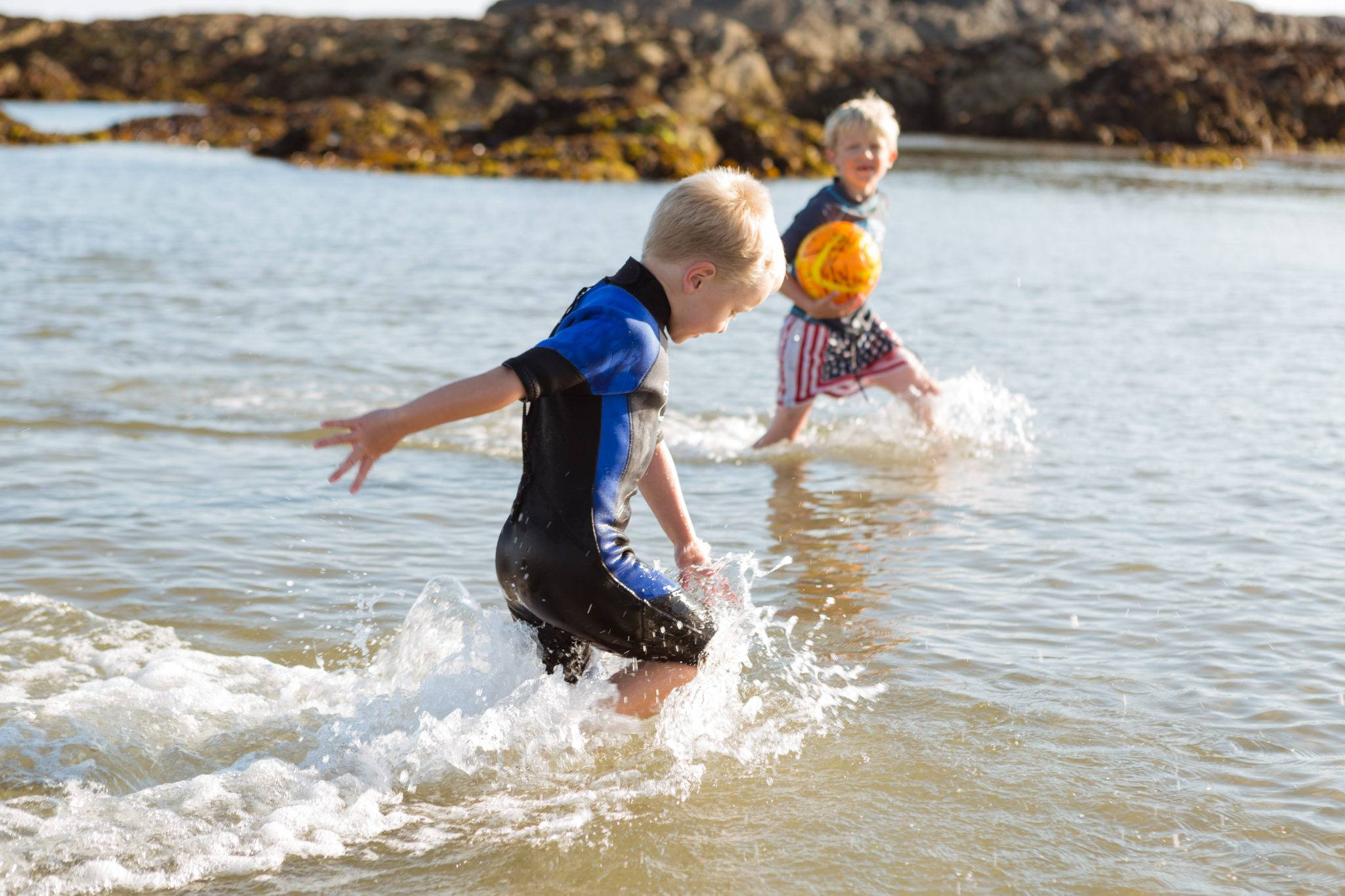 silver-bay-holiday-village-anglesey-busy-bayers-ball-boys-ocean