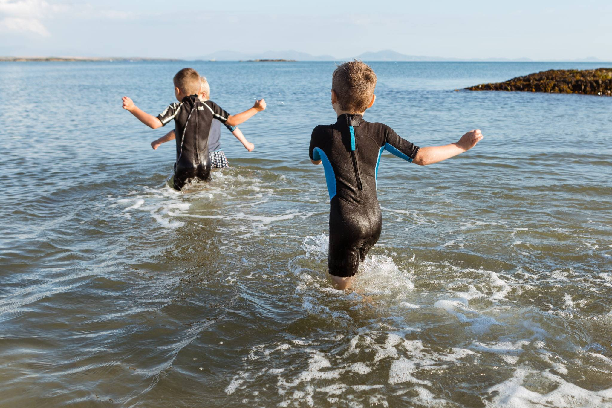 https://silverbay.co.uk/wp-content/uploads/2016/12/silver-bay-holiday-village-anglesey-busy-bayers-run-ocean-water-fun.jpg