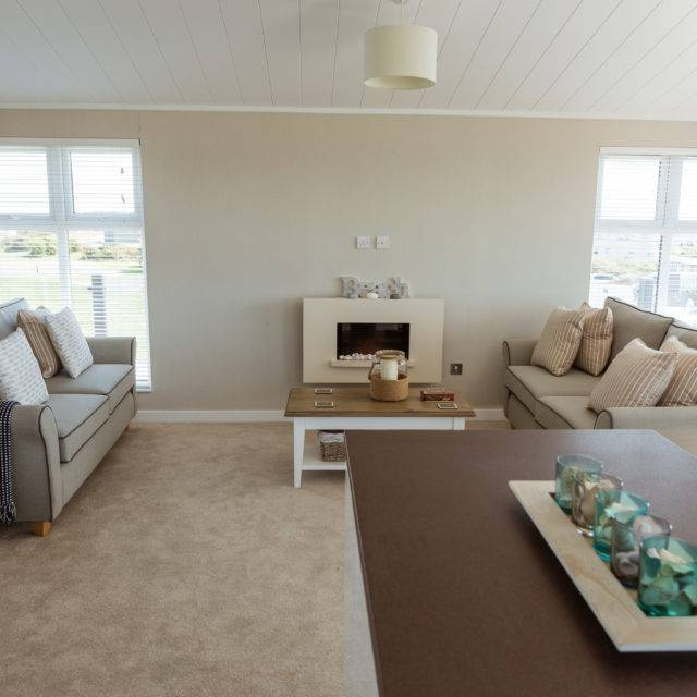 http://silverbay.co.uk/wp-content/uploads/2016/12/silver-bay-holiday-village-anglesey-luxury-lodges-the-wessex-living-room-640x640.jpg