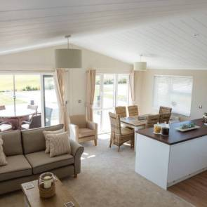 http://silverbay.co.uk/wp-content/uploads/2016/12/silver-bay-holiday-village-anglesey-luxury-lodges-the-wessex-open-plan-640x640.jpg
