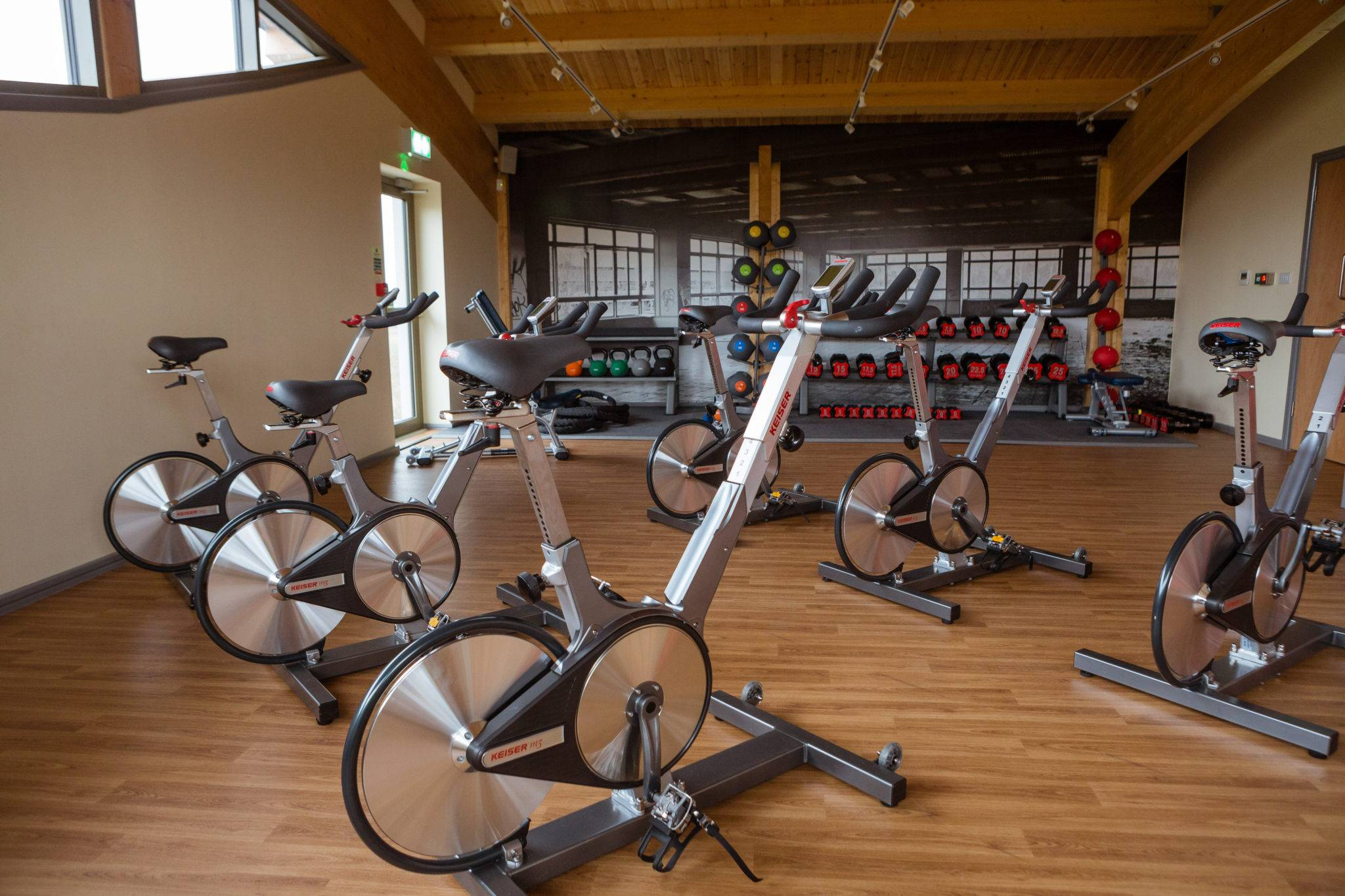 http://silverbay.co.uk/wp-content/uploads/2016/12/silver-bay-holiday-village-anglesey-spa-and-leisure-spinning-bikes-gym.jpg