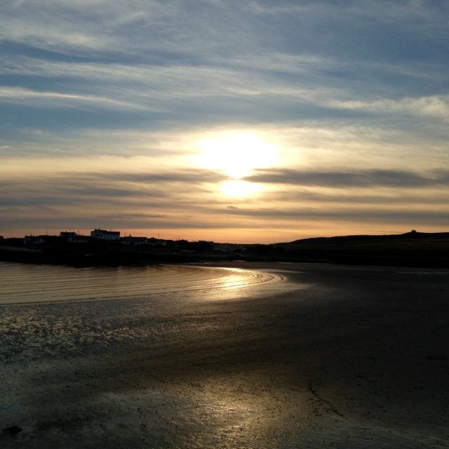 https://silverbay.co.uk/wp-content/uploads/2016/12/silver-bay-holiday-village-anglesey-sunset-beach-atmosphere-640x640.jpeg