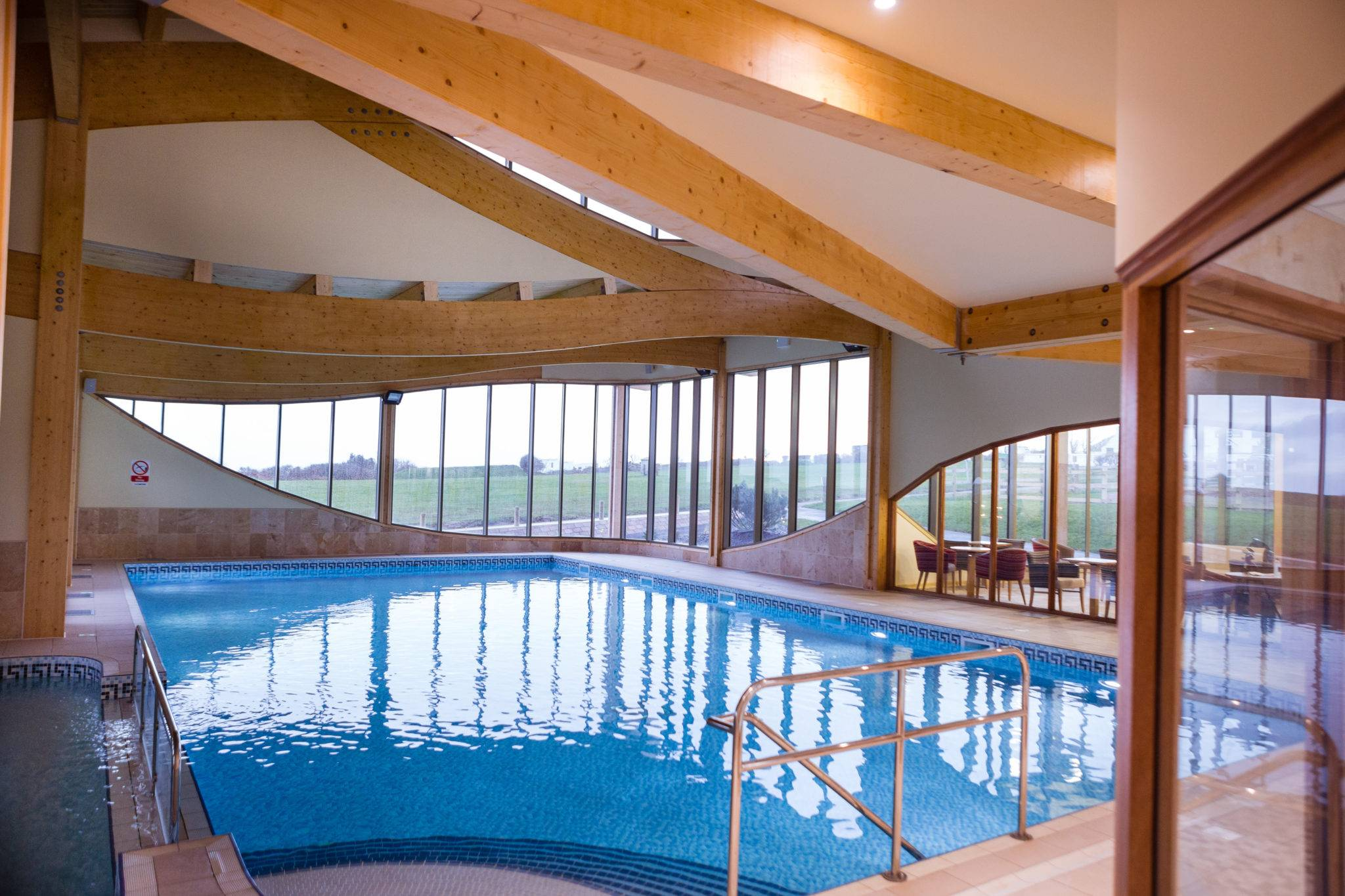 http://silverbay.co.uk/wp-content/uploads/2016/12/silver-bay-holiday-village-anglesey-swimming-pool-leisure-centre.jpg