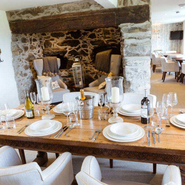 http://silverbay.co.uk/wp-content/uploads/2016/12/silver-bay-holiday-village-anglesey-the-deck-house-farmhouse-private-dining-1-640x640.jpg