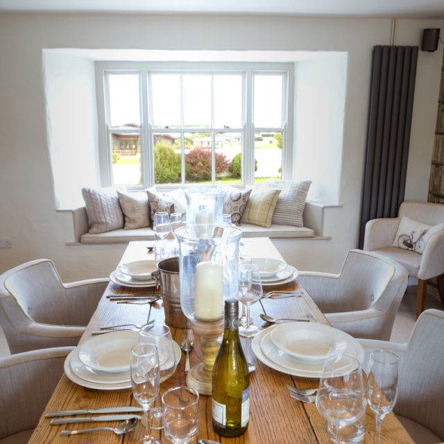 http://silverbay.co.uk/wp-content/uploads/2016/12/silver-bay-holiday-village-anglesey-the-deck-house-private-dining-deck-house-640x640.jpg