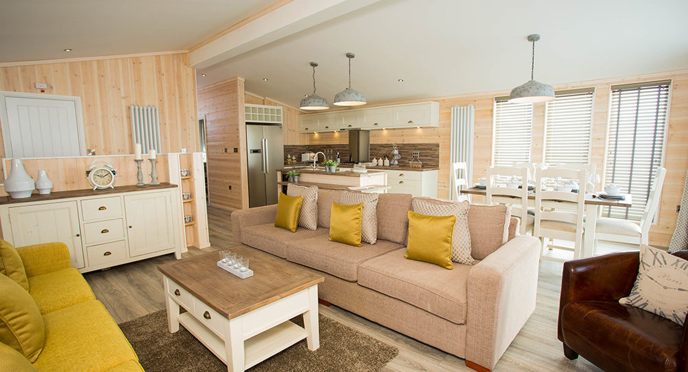 http://silverbay.co.uk/wp-content/uploads/2016/12/silver-bay-holiday-village-luxury-lodges-anglesey-beach-comber-1000x540.jpg
