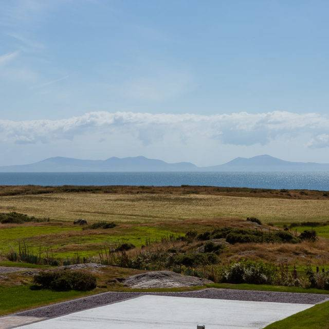 http://silverbay.co.uk/wp-content/uploads/2016/12/silver-bay-holiday-village-luxury-lodges-anglesey-headland-rise-development-north-wales-640x640.jpg