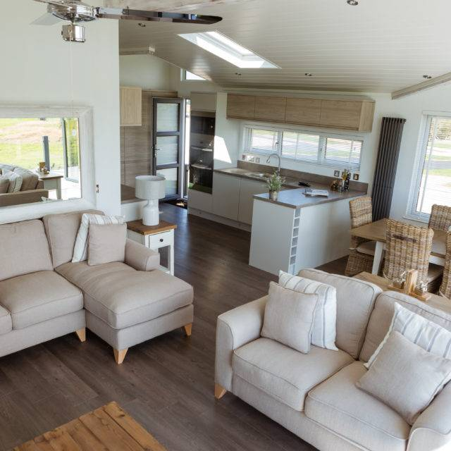 http://silverbay.co.uk/wp-content/uploads/2016/12/silver-bay-holiday-village-luxury-lodges-anglesey-living-area-dining-640x640.jpg
