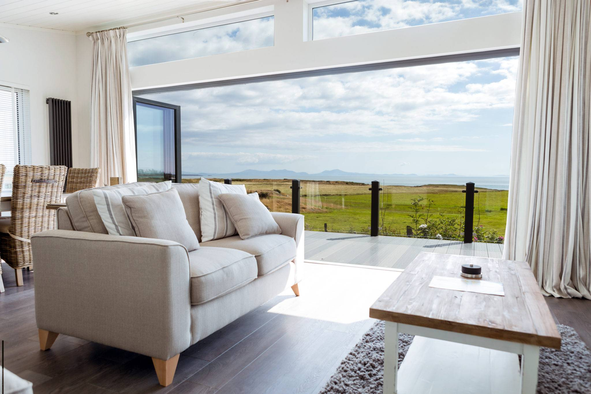 silver-bay-holiday-village-luxury-lodges-anglesey-lounge