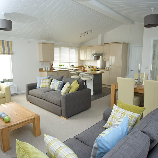 http://silverbay.co.uk/wp-content/uploads/2016/12/silver-bay-holiday-village-luxury-lodges-anglesey-marram-grass-640x640.jpg