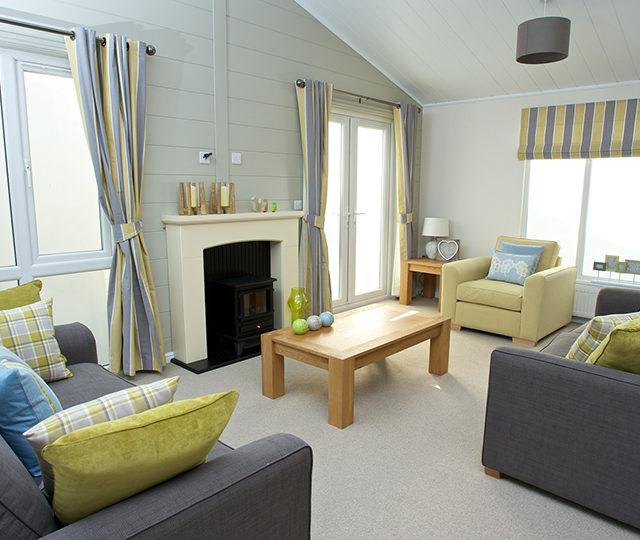 http://silverbay.co.uk/wp-content/uploads/2016/12/silver-bay-holiday-village-luxury-lodges-anglesey-marram-grass-lounge-640x540.jpg