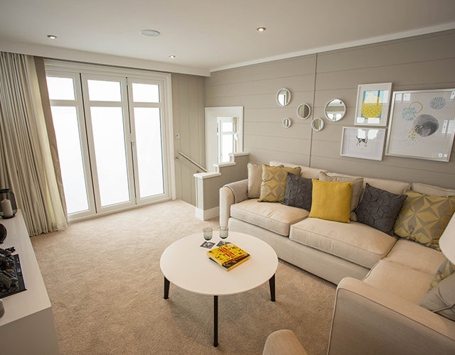 http://silverbay.co.uk/wp-content/uploads/2016/12/silver-bay-holiday-village-luxury-lodges-anglesey-vista-lounge-area-livingroom-640x500.jpg