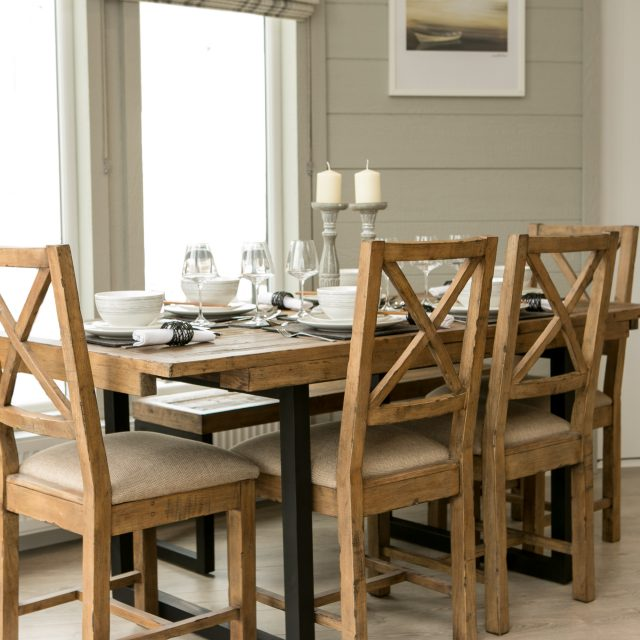 https://silverbay.co.uk/wp-content/uploads/2017/01/04-Glass-House-Dining-Room-640x640.jpg