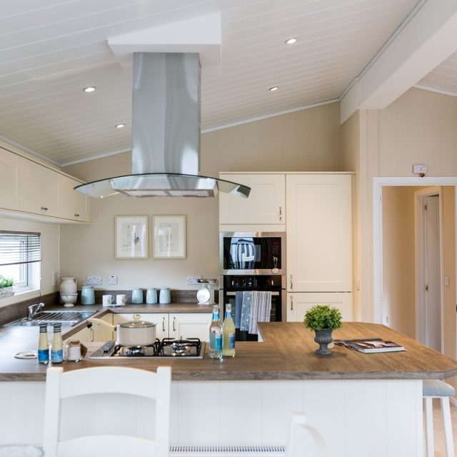 https://silverbay.co.uk/wp-content/uploads/2018/02/Navigator-Kitchen-640x640.jpg