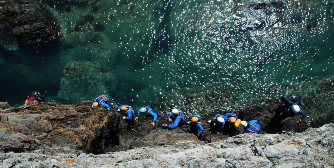 https://silverbay.co.uk/wp-content/uploads/2019/06/silver-bay-holiday-village-anglesey-busy-bayers-coasteering-1-1070x540.png