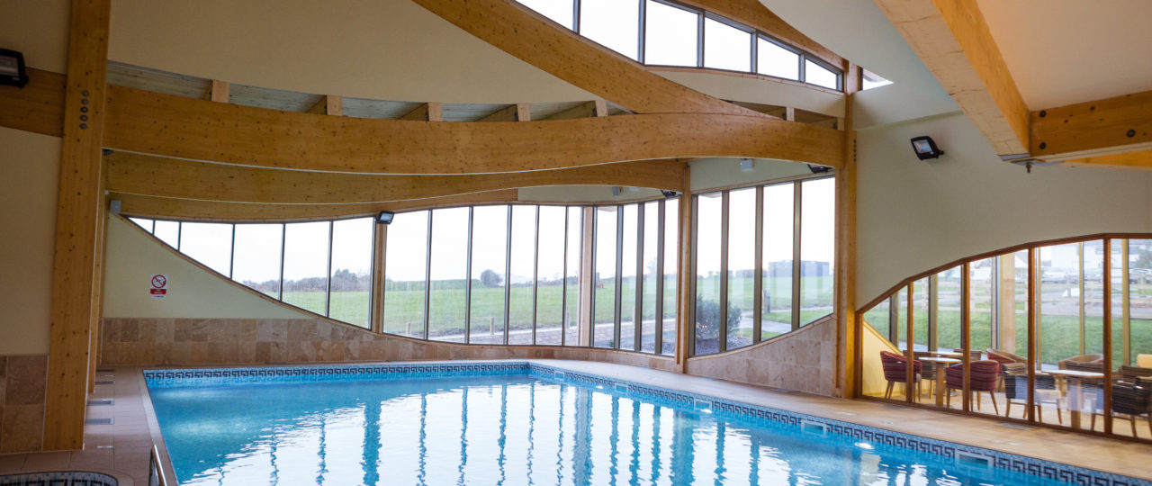 https://silverbay.co.uk/wp-content/uploads/2020/01/silver-bay-holiday-village-anglesey-pool-spa-leisure-1280x540.jpg