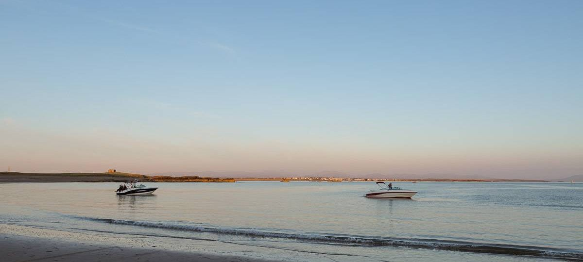 https://silverbay.co.uk/wp-content/uploads/2020/06/silver-bay-holiday-village-anglesey-dusk-boating-silver-bay-1200x540.jpg