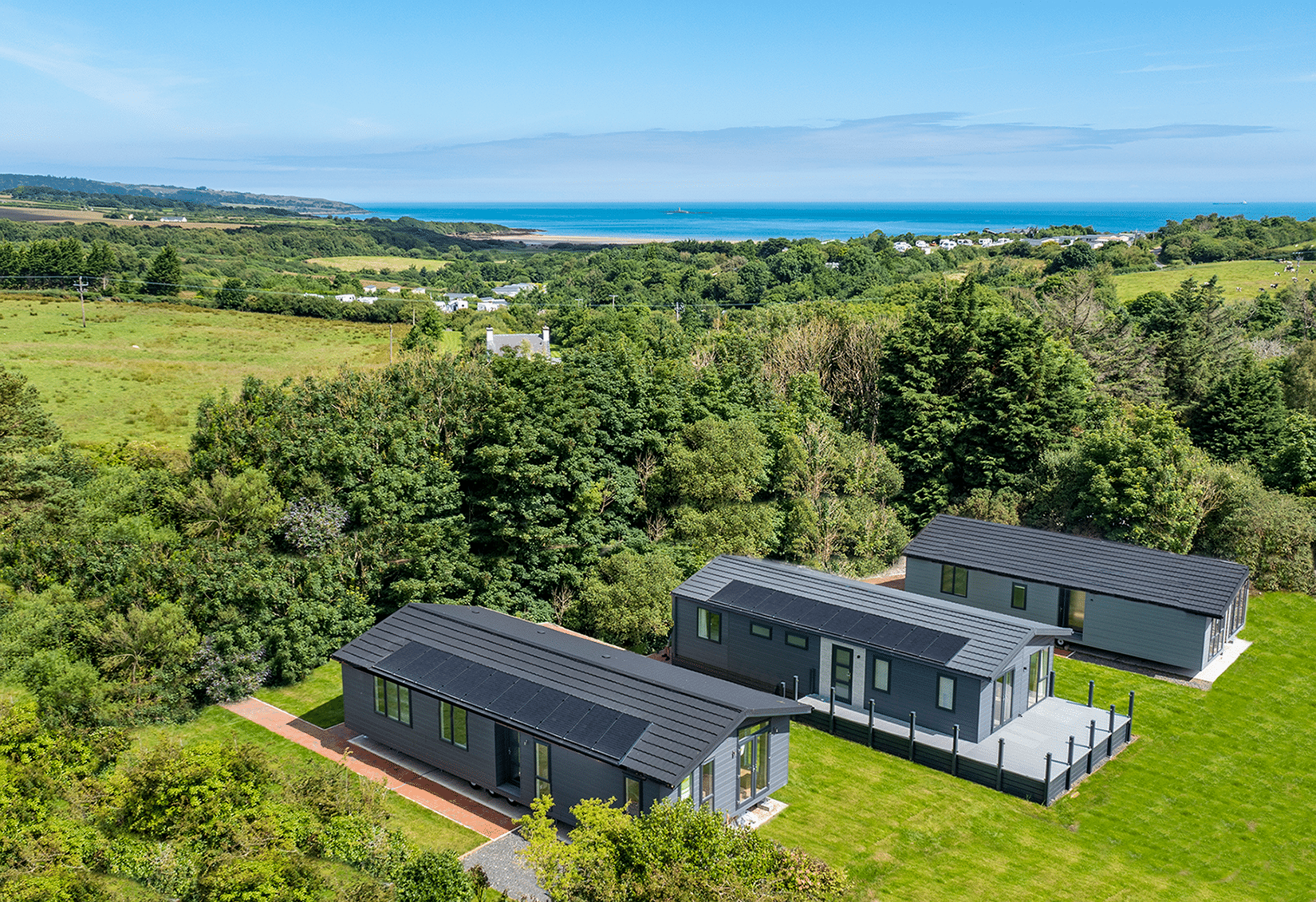 https://silverbay.co.uk/wp-content/uploads/2021/07/DJI_0027-HDR-lodge-with-sea.png