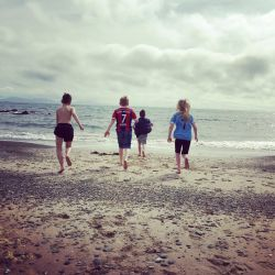 silver-bay-holiday-village-anglesey-beach-group-children