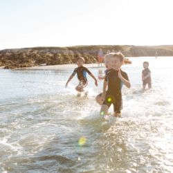 silver-bay-holiday-village-anglesey-busy-bayers-children-run