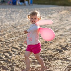 silver-bay-holiday-village-anglesey-cute-girl-on-beach-with-balloons