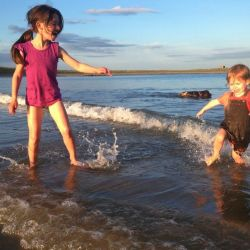 silver-bay-holiday-village-anglesey-siblings-beach-paddling
