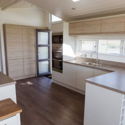 silver-bay-holiday-village-luxury-lodges-anglesey-kitchen-diner