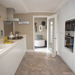 silver-bay-holiday-village-luxury-lodges-anglesey-lookout-kitchen