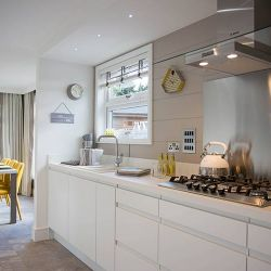 silver-bay-holiday-village-luxury-lodges-anglesey-lookout-kitchen-diner